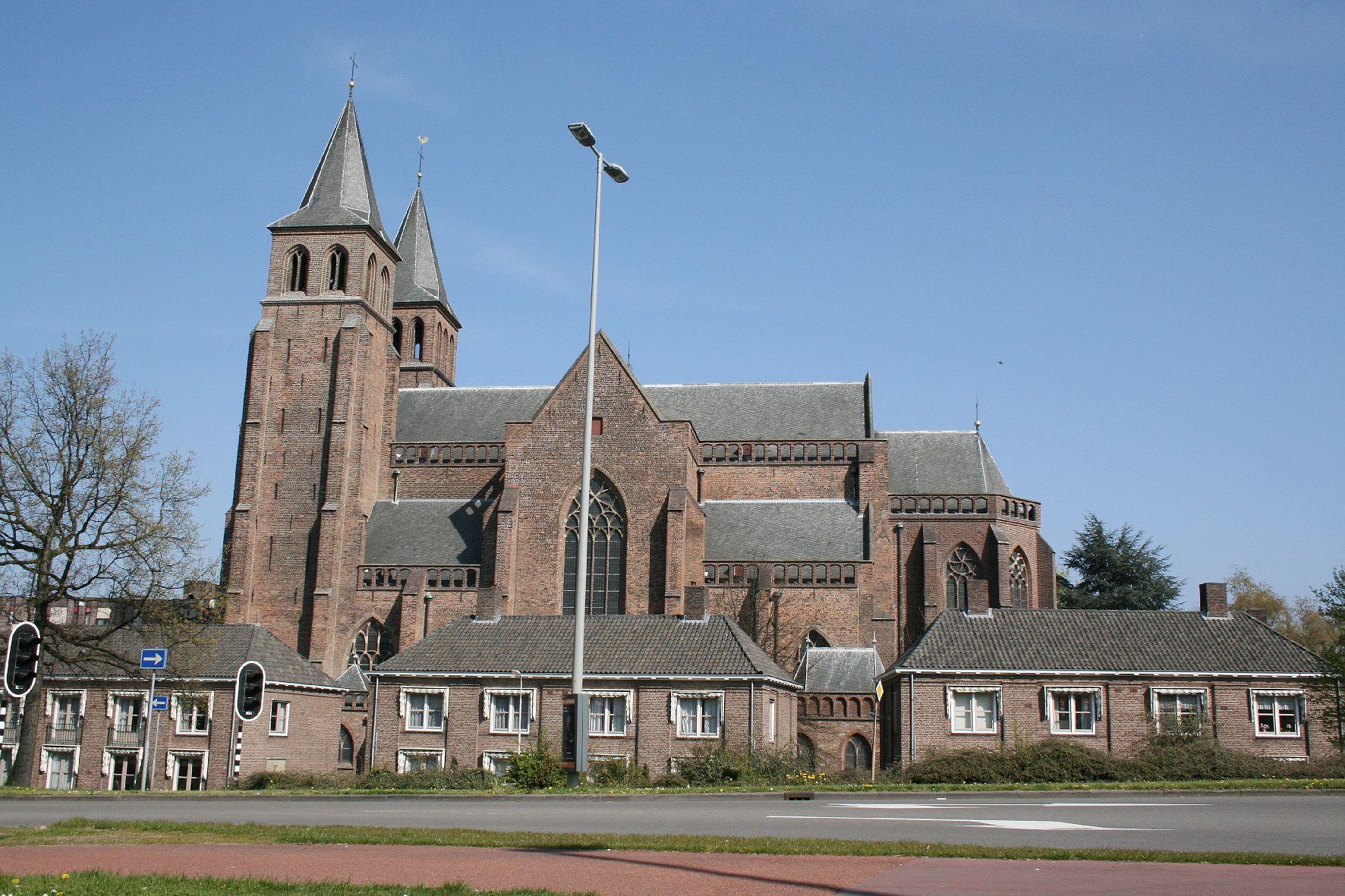 Adres: Sint Walburgisplein 1, 6811 BZ Arnhem